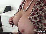 Unfaithful uk mature lady sonia showcases her enormous