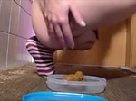 Teen preparing scat lunch for a fri...